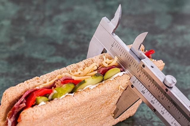 Alimentos ricos em carboidrato de baixo índice glicêmico devem ser combinados com porções de proteínas.