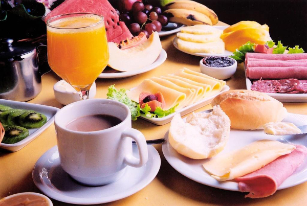 O café da manhã é a refeição mais importante do dia.