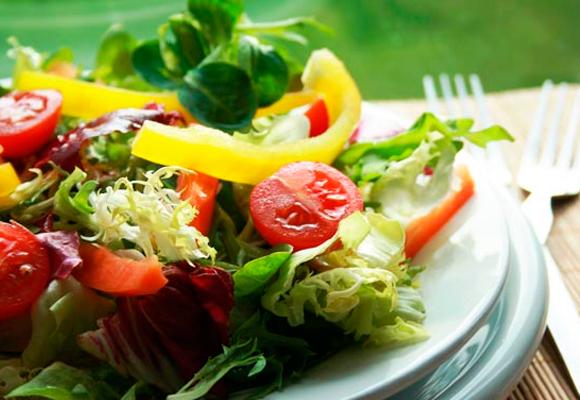 Uma alimentação equilibrada é a melhor maneira de diminuir o colesterol