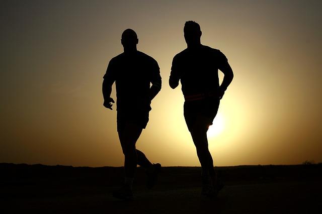 A corrida ajuda a emagrecer.