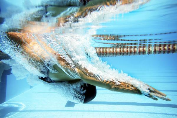 A natação é uma ótima forma de perder peso, mas é interessante ter cuidado com o apetite