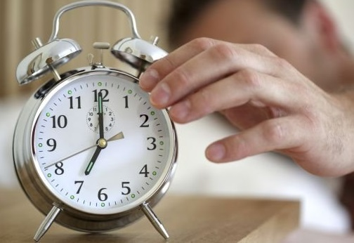 E bom comer de três em três horas e dormir no minimo nove horas, para que o corpo consiga descansar.